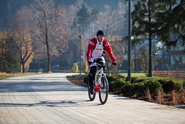 sciezka rowerowo piesza deptak nad zylica
